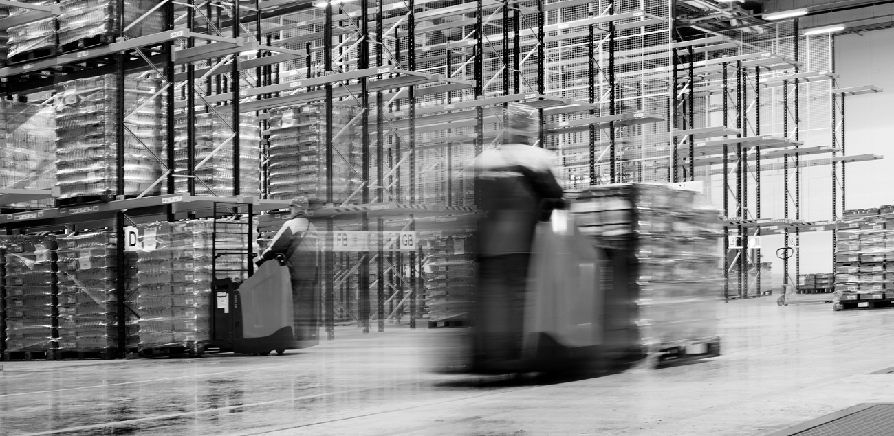 Location photography of a forklift at a warehouse